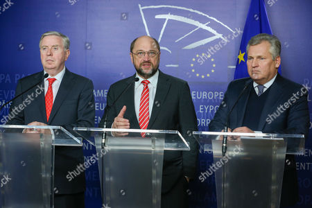 (l-r) Former President of the European Parliament Pat Cox (l) Former President of Poland Aleksander Kwasniewski (c) and European Parliament President Martin Schulz (r) Give a Joint Press Conference on the Latest Development on Ukraine at the European Parliament in Brussels Belgium 04 December 2013 Belgium Brussels