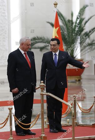 Chinese Premier Li Keqiang (r) Gestures to Belarus Prime Minister Mikhail Myasnikovich (l) During a Welcome Ceremony at the Great Hall of the People in Beijing China 20 January 2014 Myasnikovich is on an Official Visit to China and is Expected to Hold Meetings with Chinese Counterparts to Boost Ties Between the Two Countries China Beijing