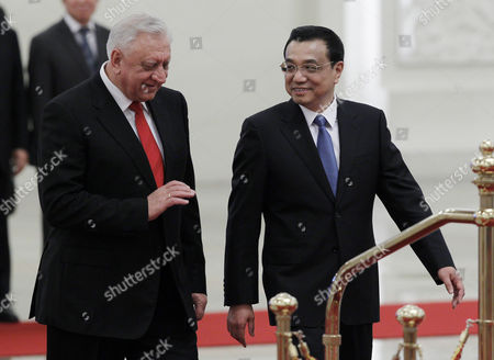 Belarus Prime Minister Mikhail Myasnikovich (l) and Chinese Premier Li Keqiang (r) Walk Beside Each Other During a Welcome Ceremony at the Great Hall of the People in Beijing China 20 January 2014 Myasnikovich is on an Official Visit to China and is Expected to Hold Meetings with Chinese Counterparts to Boost Ties Between the Two Countries China Beijing
