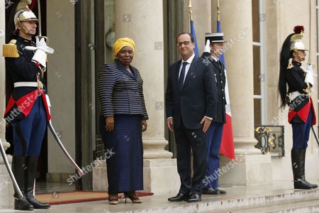 French President Francois Hollande (c-r) Greets Africa Union Commission Chairperson Nkosazana Clarice Dlamini Zuma (c-l) Upon Her Arrival at the Elysee Palace in Paris France 06 October 2014 France Paris