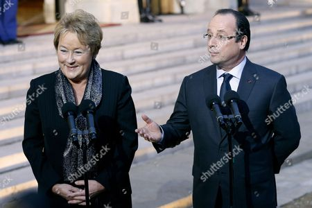French President Francois Hollande (r) and Prime Minister of Quebec Pauline Marois (l) Talk to the Media After Their Meeting at the Elysee Palace in Paris France 17 December 2013 Marois is on an Official Visit to France France Paris