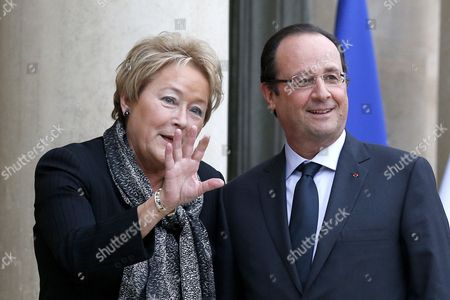 French President Francois Hollande (r) Greets Prime Minister of Quebec Pauline Marois (l) Upon Her Arrival at the Elysee Palace in Paris France 17 December 2013 Marois is on an Official Visit to France France Paris
