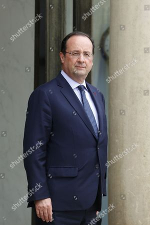 French President Francois Hollande Walks out the Elysee Palace to Welcome President of the Democratic Republic of the Congo Joseph Kabila Kabange (not Pitured) Prior Their Meeting at the Elysee Palace in Paris France 21 May 2014 France Paris