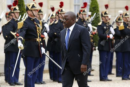 President of the Democratic Republic of the Congo Joseph Kabila Kabange (c) Reviews French Troops Prior His Meeting with French President Francois Hollande (not Pictured) at the Elysee Palace in Paris France 21 May 2014 France Paris