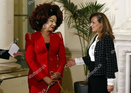 French First Lady Valerie Trierweiler (r) Greets Cameroon's First Lady Chantal Biya (l) As She Arrives For a Meeting Dubbed 'The Mobilisation Against Sexual Violence Towards Women in Conflict' Attended by the First Ladies of African Nations Held Alongside the Summit For Peace and Security in Africa at the Musee D'orsay in Paris France 06 December 2013 France Paris
