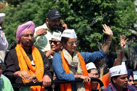 Indian Actress and Aam Aadmi Party's (aap) Candidate From Chandigarh Gul Panag (c) Waves As She Campaigns For Aap Candidate For the Upcoming Parliamentary Elections From Amritsar Daljit Singh (l) During a Roadshow in Amritsar India 19 April 2014 Parliamentary Elections Are Scheduled to Be Held on 30 April in the State of Punjab India Amritsar