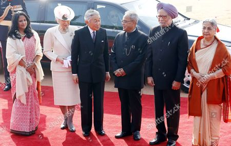 Stock Picture of (l-r) Indian President Pranab Mukherjee's Daughter Sharmistha Mukherjee Indian Japan's Empress Michiko Emperor Akihito Indian President Pranab Mukherjee and Indian Prime Minister Manmohan Singh with His Wife Gursharan Kaur Pose For a Picture During a Welcome Ceremony at the President House in New Delhi India 02 December 2013 Emperor Akihito and Empress Michiko Are in India on a State Visit to Commemorate the 60th Anniversary of Bilateral Diplomatic Ties India New Delhi