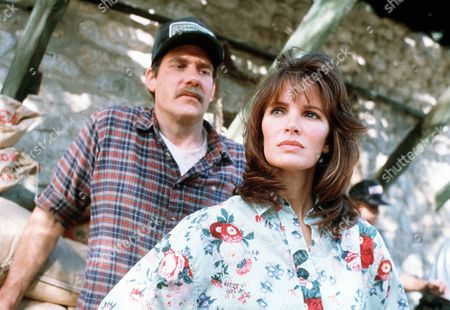 'Settle the Score'  TV Film - 1989 -        Katherine Whately (Jaclyn Smith)  stands in front of her brother Lincoln (Richard Masur)