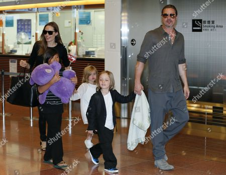 Us Actress Angelina Jolie (l) and Us Actor Brad Pitt (r) Arrive with Their Children Pax Thien Shiloh Jolie-Pitt at Tokyo International Airport at Haneda in Tokyo Japan 28 July 2013 Pitt is in Japan with His Family to Promote His Latest Movie 'World War Z' Japan Tokyo