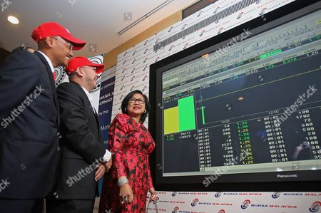 Malaysian Low-cost Air Carrier Airasia Independent Non-executive Chairman Rafidah Aziz (r) Talks to Deputy Group Chief Executive Director Kamarudin Meranun (c) and Airasia X Chief Executive Officer Azran Osman Rani (l) During the Listing of Airasia X Initial Public Offering (ipo) on the Main Board of Bursa Malaysia in Kuala Lumpur Malaysia 10 July 2013 the Trading Kicked-off at 09 00 Am (local Time) with the Price of Rm 1 25 (eur 0 30) Per Share Malaysia Kuala Lumpur