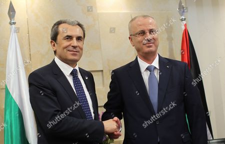 Palestinian Prime Minister Rami Hamdallah (r) Shakes Hands with Bulgarian Prime Minister Plamen Oresharski (r) As He Arrives at the Palestinian Prime Minister's Office in the West Bank Town of Ramallah 21 May 2014 Oresharski is on an Official Visit to the Region - Ramallah