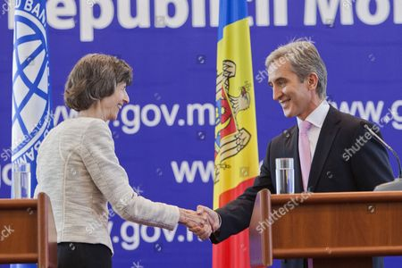 The Prime Minister of Moldova Iurie Leanca (r) Shakes Hands with Laura Tuck the World Bank's Vice President For Europe and Central Asia (l) During Her Two-day Visit in the Government Building in Chisinau Moldova 22 September 2014 Moldova, Republic of Chisinau