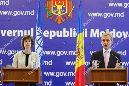 The Prime Minister of Moldova Iurie Leanca (r) Gestures During a Press Briefing with Laura Tuck the World Bank's Vice President For Europe and Central Asia (l) During Her Two-day Visit in the Government Building in Chisinau Moldova 22 September 2014 Moldova, Republic of Chisinau