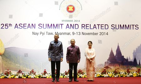 Myanmar President Thein Sein (2- L) Standing with His Wife Khin Khin Win (2-r) Greet Us President Barack Obama (l) For the Gala Banquet at the 25th Association of South East Asian Nations (asean) Summit at the Myanmar International Convention Center in Naypyitaw Myanmar 12 November 2014 Myanmar Naypyitaw