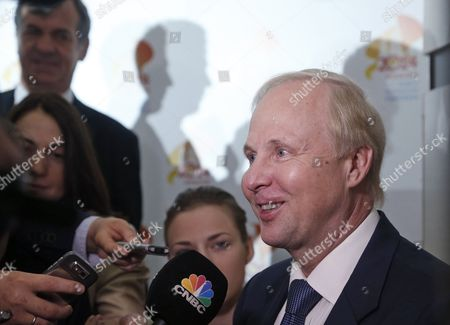 Bp Ceo Bob Dudley (r) Speaks to the Press As He Attends the 21st World Petroleum Congress (wpc) in Moscow Russia 17 June 2014 the 21st World Petroleum Congress is Running For 15 to 19 June 2014 Russian Federation Moscow