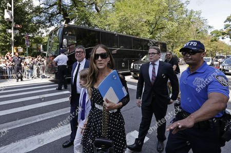 Us Actress Sarah Jessica Parker (c) Her Husband Us Actor Matthew Broderick (r) and Their Son James Wilkie Depart the Funeral of Us Comedienne Joan Rivers at Temple Emanu-el in New York New York Usa 07 September 2014 Rivers Died at the Age of 81 on 04 September United States New York