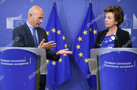 Pascal Lamy (l) Former Director General of the World Trade Organisation (wto) and Chairman of the Advisory Group and Neelie Kroes (r) Vice President of the European Commission in Charge of Digital Agenda Present the Report on the Future Use of Uhf Spectrum For Tv and Wireless Broadband at the Eu Commission Headquarters in Brussels Belgium 01 September 2014 Main Recommendations Include a Method For Further Sharing of 700mhz Spectrum For Broadband Use While Preserving Opportunities For Tv Belgium Brussels