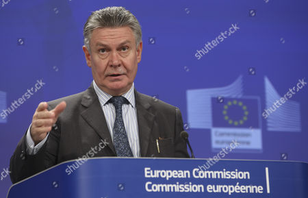 European Commissioner For Trade Karel De Gucht Gives a Press Briefing on the Eu-singapore Investment Talks at Eu Commission Headquarters in Brussels Belgium 17 October 2014 the European Union (eu) and Singapore Have Concluded the Negotiations of the Investment Part of the Eu-singapore Free Trade Agreement (eusfta) Belgium Brussels