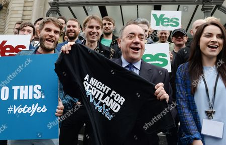 Scotland's First Minister Alex Salmond (c) with Scottish Singer Amy Mcdonald (r) and Other Scottish Bands Franz Ferdinand Frightened Rabbit Mogwai and Others Ahead of a Special 'Vote Yes' Concert 'A Night For Scotland' in Edinburgh Scotland 14 September 2014 an Opinion Poll For a National Sunday Newspapers Shows the No Vote on 53% to 47% For Yes Although the Number of Undecided Means the Result of the 18 September Independence Reference is Still to Close to Call United Kingdom Edinburgh