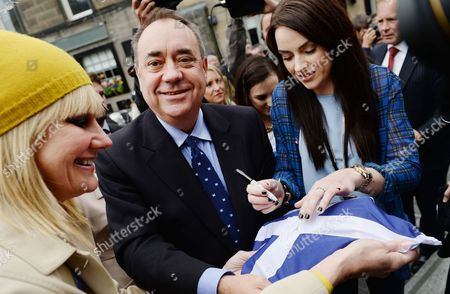 Scotland's First Minister Alex Salmond Holds a Saltire (the Flag of Scotland) to Allow Scottish Singer Amy Mcdonald (r) to Sign It Ahead of a Concert 'A Night For Scotland' in Edinburgh Scotland 14 September 2014 an Opinion Poll For a National Sunday Newspapers Shows the No Vote on 53% to 47% For Yes Although the Number of Undecided Means the Result of the 18 September Independence Reference is Still to Close to Call United Kingdom Edinburgh