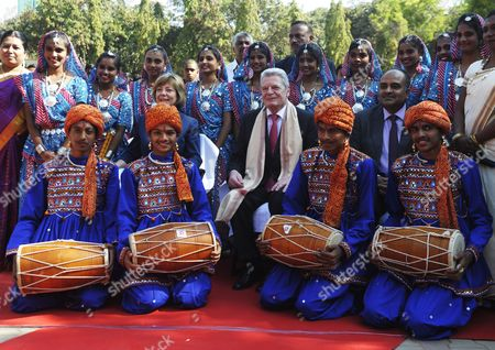 German President Joachim Gauck (c-r) and His Partner Daniela Schadt (c-l) Pose For Photographs with Students During Their Visit to Kendriya Vidayalaya M E G & Centre School in Bangalore India 08 February 2014 Gauck is in India on a Six-day State Visit India Bangalore