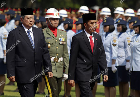 Indonesian President Joko Widodo (r) and Former Indonesian President Susilo Bambang Yudhoyono a Military Welcome Ceremony at the Presidential Palace in Jakarta Indonesia 20 October 2014 Indonesia's Newly Inaugurated President Joko Widodo Urged Indonesians to Unite and Work Together Widodo Said His Government Aimed to Make Indonesia 'Politically and Economically Independent' But Acknowledged Tough Tasks Ahead Indonesia Jakarta
