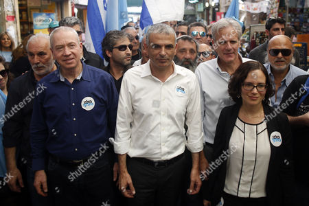 Moshe Kahlon (c) Former Israeli Welfare Minister and Leader of the Israeli 'Kulanu' ('all of Us') Party Former Israeli Ambassador to the Us Michael Oren (3-r) Israeli Army Reserves General Yoav Galant (2-l) Visit the Mahane Yehuda Market As Part of the Party's Election Campaign in Jerusalem Israel 21 January 2015 Others Are not Identified Moshe Kahlon Formed a New Centrist Party Which Will Compete For the Votes of Centre-right Israelis in the Upcoming Elections on 17 March 2015 Israel Jerusalem