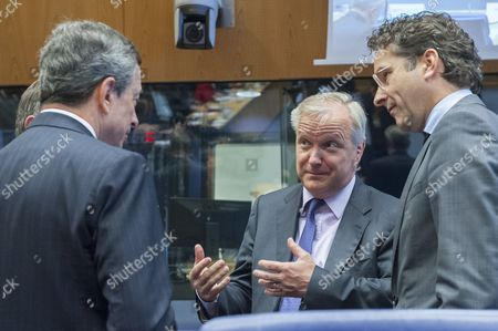 President of the European Central Bank (ecb) Mario Draghi (l) Talks with Vice President of the European Commission in Charge of Economic and Monetary Affairs Olli Rehn (c) and Eurogroup President and Dutch Finance Minister Jeroen Dijsselbloem (r) Prior to the Luxembourg Eu Eurogroup Finance Ministers Meeting at Eu Headquarters in Luxembourg 19 June 2014 Eurozone Finance Ministers Were Due to Discuss Greece's Progress in Meeting the Conditions For Its Next Bailout Tranche During Talks in Luxembourg That Risked Being Overshadowed by a Fresh Row Over the Bloc's Economic Rules Luxembourg Luxembourg