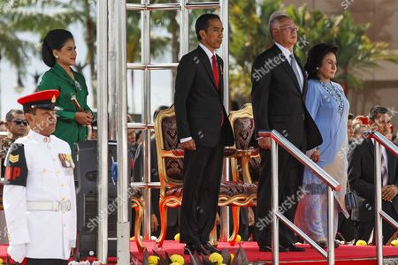 The President of the Republic of Indonesia Joko Widodo (c-l) Accompanied with His Wife Ibu Iriana Widodo (l) and the Prime Minister of Malaysia Najib Razak (c-r) with His Wife Rosmah Mansor (r) Stands For the National Anthems at the Bunga Raya Lounge of the Kuala Lumpur International Airport in Sepang Malaysia 05 Febuary 2015 Joko Widodo is on a Three-day Visit to Malaysia From 05 to 07 Febuary by Invitation of His Majesty the Yang Di-pertuan Agong the King of Malaysia This Will Be His First Bilateral Visit to Malaysia Following His Appointment As the President of Republic of Indonesia Malaysia Sepang