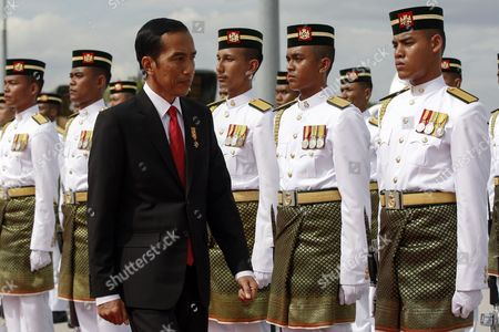 The President of the Republic of Indonesia Joko Widodo (c) Inspects a Guard of Honor Upon Arrival at the Bunga Raya Lounge of the Kuala Lumpur International Airport in Sepang Malaysia 05 Febuary 2015 Joko Widodo is on a Three-day Visit to Malaysia From 05 to 07 Febuary by Invitation of His Majesty the Yang Di-pertuan Agong the King of Malaysia This Will Be His First Bilateral Visit to Malaysia Following His Appointment As the President of Republic of Indonesia Malaysia Sepang