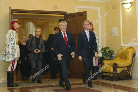 The President of Austria Heinz Fischer (c) with His Delegation Walks with the Prime Minister of Moldova Iurie Leanca (r) During the Second Day of His Official Visit in Chisinau Moldova 17 November 2014 Moldova, Republic of Chisinau