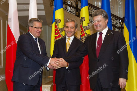 Modolvan Prime Minister of Moldova Iurie Leanca (c) Shake Hands with Polish President Bronislaw Komorowski (l) and Ukrainian President Petro Poroshenko (r) During an Official Visit in Chisinau Moldova 20 November 2014 Poroshenko and Komorowski Visited Moldova to Support Its Eu Integration Aspirations According to Government Sources Moldova, Republic of Chisinau