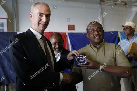 A Photograph Made Available on 27 March 2014 Shows the President Abdiweli Mohamed Ali of Puntland (r) the Semi-autonomous State of Somalia Shaking Hands with Etienne De Poncins (l) the Head of Mission For the Eu Mission on Regional Maritime Capacity Building in the Horn of Africa (eucap Nestor) As He is Given a Commemorative Gift After a Press Conference Held Onboard the Eu Navfor (european Union Naval Force) French Flagship Fs Siroco Off the Coast of the Port City Bosaso Puntland in the Gulf of Aden 26 March 2014 Puntland Leaders Met European Union Ambassadors From France Uk Spain Italy Netherlands and Denmark Off the Coast of Somalia to Discuss Political Security Development Cooperation Issues Between Somalia and and Eu Member States Somalia Gulf of Aden