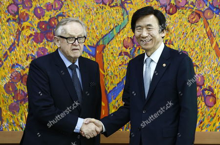 Former President of Finland Martti Ahtisaari (l) Shakes Hands with South Korean Foreign Minister Yun Byung-se (r) Prior to Their Meeting at the Ministry of Foreign Affairs in Seoul South Korea 13 March 2015 Korea, Republic of Seoul