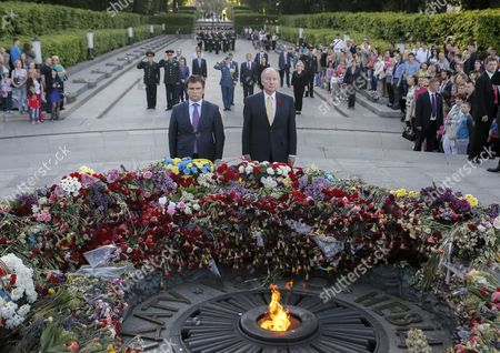 Ukrainian Foreign Minister Pavlo Klimkin (l) and His Canadian Counterpart Rob Nicholson (r) Attend a Wreath-laying Ceremony at the Monument to the Unknown Soldier in Kiev Ukraine 11 May 2015 Nicholson Arrived in Ukraine For a Two-day Official Visit Ukraine Kiev