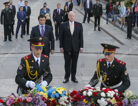 Ukrainian Foreign Minister Pavlo Klimkin (c-l) and His Canadian Counterpart Rob Nicholson (c-r) Attend a Wreath-laying Ceremony at the Monument to the Unknown Soldier in Kiev Ukraine 11 May 2015 Nicholson Arrived in Ukraine For a Two-day Official Visit Ukraine Kiev