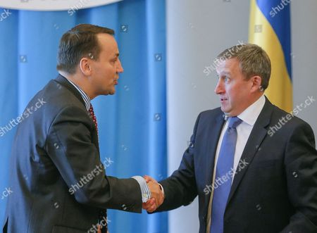 Polish Foreign Minister Radoslaw Sikorski (l) Shakes Hands with Ukrainian Foreign Minister Andrii Deshchytsia (r) During the Annual Polish-ukrainian Foreign Ministry Consultations in Kiev Ukraine 16 May 2016 the Ministers Were Signing an Agreement on Cooperation Between Their Ministries For the Years 2014-2015 Which Includes Political Consultations of Representatives of the Weimar Triangle and the Visegrad Group Countries with the Ukrainian Authorities As Well As Regular Meetings of Polish and Ukrainian Foreign Ministers and Organizing Training Seminars For Ukrainian Diplomats Ukraine Kiev