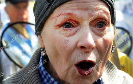 Fashion Designer Dame Vivienne Westwood Protests with Beekeepers Outside Parliament During a Demonstration in London Britain 26 April 2013 Over 100 Beekeepers Together with Designers Dame Vivienne Westwood and Katharine Hamnett Protested Urging Secretary of State For Environment Owen Paterson to not Block the Eu Proposal to Suspend the Use of Bee Killing Pesticides the Demonstration Came Ahead of a Vote in Brussels Which Will Decide Whether Europe Agrees to Introduce a 2 Year Moratorium on the Use of Certain Types of Nenicotinoid Pesticides United Kingdom London
