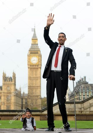 Chandra Bahadur Dangi (l) From Nepal and Sultan Kosen From Turkey Pose For Photographers During a Photocall For the Guinness World Records in London Britain 13 November 2014 Dangi (54 6 Cm) is Considered the Smallest Living Person and Kosen (251 Cm) is a Turkish Farmer who Holds the Guinness World Record For Tallest Living Male United Kingdom London