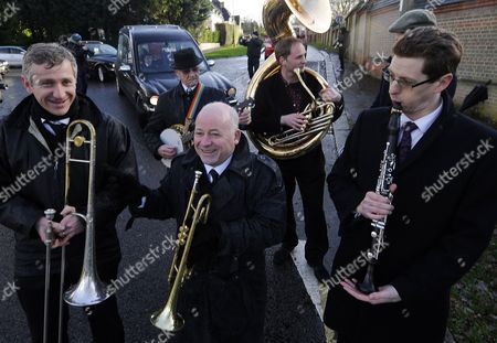 A Band Leads the Hearse of Train Robber Ronnie Biggs at His Funeral on Arrival at Golders Green Crematorium in North London Britain 03 January 2014 Ronnie Biggs a British Petty Criminal who Became Infamous For His Role in the Great Train Robbery of 1963 and His Subsequent Life on the Run Had Died Aged 84 at a Care Home in London on 18 December 2013 Biggs was Part of a Gang That Held Up a Royal Mail Train Making Off with 2 6 Million Pounds Biggs Received a 30-year Jail Sentence in 1964 But Escaped After Havng Served Just 15 Months He Then Used His Share of the Money to Undergo Elaborate Plastic Surgery in Paris Before Travelling on to Australia It was the Beginning of 35 Years on the Run Most of Which Were Spent in Rio De Janeiro United Kingdom London