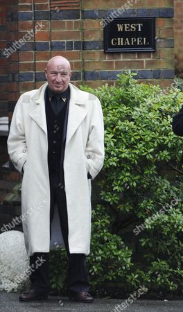 Dave Courtney Former Gangster and Acotr/author Stands at the Funeral the Great Train Robber Ronnie Biggs Golders Green Crematorium in London Britain 03 January 2014 Ronnie Biggs a British Petty Criminal who Became Infamous For His Role in the Great Train Robbery of 1963 and His Subsequent Life on the Run Had Died Aged 84 at a Care Home in London on 18 December 2013 Biggs was Part of a Gang That Held Up a Royal Mail Train Making Off with 2 6 Million Pounds Biggs Received a 30-year Jail Sentence in 1964 But Escaped After Havng Served Just 15 Months He Then Used His Share of the Money to Undergo Elaborate Plastic Surgery in Paris Before Travelling on to Australia It was the Beginning of 35 Years on the Run Most of Which Were Spent in Rio De Janeiro United Kingdom London