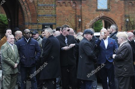 Well-wishers Await For the Arrival of the Coffin of the Great Train Robber Ronnie Biggs Golders Green Crematorium in London Britain 03 January 2014 Ronnie Biggs a British Petty Criminal who Became Infamous For His Role in the Great Train Robbery of 1963 and His Subsequent Life on the Run Had Died Aged 84 at a Care Home in London on 18 December 2013 Biggs was Part of a Gang That Held Up a Royal Mail Train Making Off with 2 6 Million Pounds Biggs Received a 30-year Jail Sentence in 1964 But Escaped After Havng Served Just 15 Months He Then Used His Share of the Money to Undergo Elaborate Plastic Surgery in Paris Before Travelling on to Australia It was the Beginning of 35 Years on the Run Most of Which Were Spent in Rio De Janeiro United Kingdom London