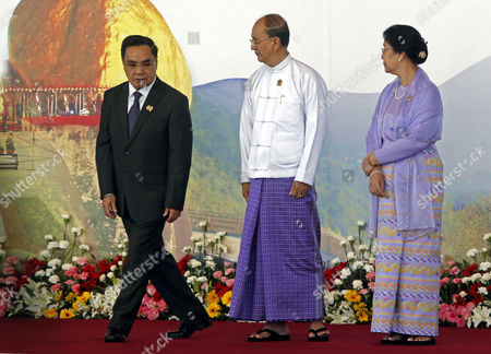 Laos Prime Minister Thongsing Thammavong (l) Walks out the Stage After He Pose with Myanmar President Thein Sein (c) and His Wife Khin Khin Win (r) For Journalists During the 25th Association of South East Asian Nations (asean) Summit at the Myanmar International Convention Center in Naypyitaw Myanmar 12 November 2014 Myanmar Naypyitaw