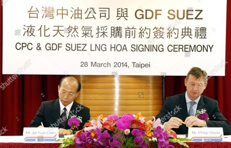 Chen Jei-yuan (l) Ceo of Natural Gas Business Division of Cpc Corp Taiwan and Philip Olivier (r) Ceo of French Energy Company Gdf Suez Lng Sign a Heads of Agreement in Taipei Taiwan 28 March 2014 Under the Deal Gdf Will Supply Cpc with 800 000 Tons of Lng From Cameron Lng in Louisiana Usa Over a Period of 20 Years Starting in 2018 Taiwan Taipei