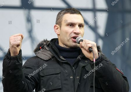 Ukrainian Opposition Leader Vitaly Klitschko Speaks During a Pro-european Rally on the Independence Square in Kiev Ukraine 15 December 2013 As Ukrainian President Viktor Yanukovych and Leaders of Ukrainian Opposition Participated in a Round Table Event to Discuss Public Proposals Aimed at Achieving Political Stability Public Peace and Tranquility in Ukraine the Mass Demonstrations in Kiev Continued with Up to 20 000 Anti-government Protesters Reinforcing Barricades Emboldened by Police Assurances That They Would not Be Cleared by Force Ukraine Hopes to Continue Work on an Association Deal with the European Union a Spokesman For Prime Minister Nikolai Azarov Said 15 December Ukraine Would Only React to Official Eu Comments on the State of Negotiations He Told Russia's Interfax News Agency Indicating Ukraine was not Acknowledging a Sunday Tweet From the Eu's Neighbourhood Policy Commissioner Saying the Talks Were 'On Hold ' Epa/tatyana Zenkovich Ukraine Kiev