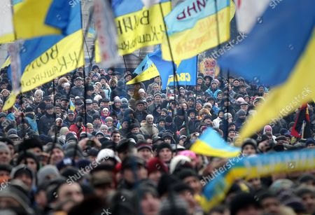 Ukrainian Pro-european Protestors Attend a Pro-european Rally at the Independence Square in Kiev Ukraine 15 December 2013 As Ukrainian President Viktor Yanukovych and Leaders of Ukrainian Opposition Participated in a Round Table Event to Discuss Public Proposals Aimed at Achieving Political Stability Public Peace and Tranquility in Ukraine the Mass Demonstrations in Kiev Continued with Up to 20 000 Anti-government Protesters Reinforcing Barricades Emboldened by Police Assurances That They Would not Be Cleared by Force Ukraine Hopes to Continue Work on an Association Deal with the European Union a Spokesman For Prime Minister Nikolai Azarov Said 15 December Ukraine Would Only React to Official Eu Comments on the State of Negotiations He Told Russia's Interfax News Agency Indicating Ukraine was not Acknowledging a Sunday Tweet From the Eu's Neighbourhood Policy Commissioner Saying the Talks Were 'On Hold ' Ukraine Kiev