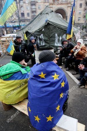 Ukrainian Pro-eu Protesters Warm Themselves Up During a Rally on Independence Square in Kiev Ukraine 16 December 2013 As Ukrainian President Viktor Yanukovych and Leaders of Ukrainian Opposition Participated in a Round Table Event to Discuss Public Proposals Aimed at Achieving Political Stability Public Peace and Tranquility in Ukraine the Mass Demonstrations in Kiev Continued with Up to 20 000 Anti-government Protesters Reinforcing Barricades Emboldened by Police Assurances That They Would not Be Cleared by Force Ukraine Hopes to Continue Work on an Association Deal with the European Union a Spokesman For Prime Minister Nikolai Azarov Said 15 December an Eu Official Blamed Ukrainian Dissembling As He Announced That an Association Agreement with Ukraine was 'On Hold ' As Pro- and Anti-government Protesters Massed in Kiev Amid Questions About the Country's Future Ties to the West and Russia Ukraine Kiev