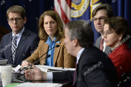 White House Press Secretary Jay Carney (l) Director of the Office of Management and Budget (omb) Sylvia Mathews Burwell (2-l) Council of Economic Advisers Chairman Jason Furman (2-r) and Domestic Policy Council Director Cecilia Munoz (r) Listen to National Economic Council Director Gene Sperling (front) Speak During a News Conference on President Obama's Fiscal Year 2015 Budget Proposal at the Eisenhower Executive Office Building in Washington Dc Usa 04 March 2014 Obama Sent a 3 9 Trillion Dollar Budget Request to Congress on 04 March That Has Increased Spending Aimed to Bolster Economic Growth United States Washington