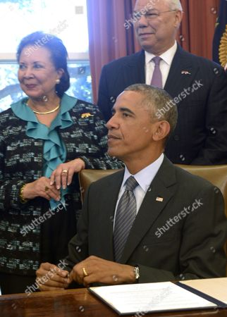 Us President Barack Obama with America's Promise Alliance Founding Chairman and Former Us Secretary of State General Colin Powell (r) and Current Board Chair Alma Powell (l) Listens to a Question From the News Media After Signing the America's Promise Summit Declaration During a Ceremony in the Oval Office of the White House in Washington Dc Usa 22 September 2014 President Obama Will Be the Seventh Consecutive President to Sign the Declaration Which Calls on Americans to Help the Youth of America Reach Their Full Potential United States Washington