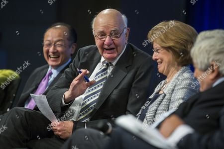 Paul Volcker (c-l) Former Chairman of the Federal Reserve Along with Jim Yong Kim (l) President of the World Bank Group; Femi Oke (c-r) Host of Al Jazeera's 'The Stream;' and James Wolfensohn (r) Former President of the World Bank Group Participates in a Discussion Called 'Speak Up Against Corruption' at the World Bank in Washington Dc Usa 19 December 2013 the Discussion Focused on Mitigating Corruption Risks in Development Projects United States Washington